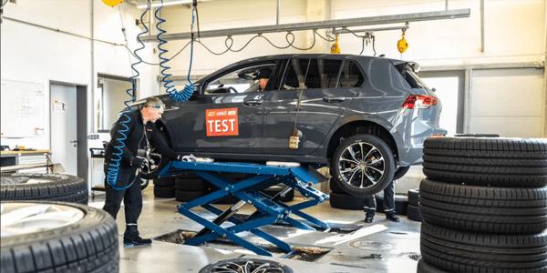 Test pneus été : ACE Lenkrad fait le montage des pneus pour le comparatif